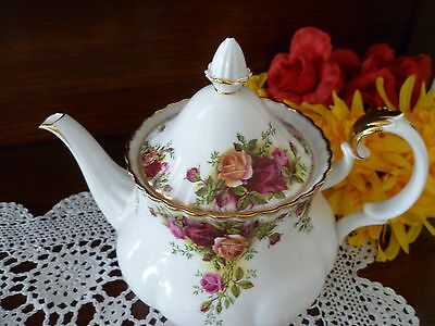 Royal Albert  ltd 1962 OLD COUNTRY ROSES LARGE TEA POT Made in England 6-8 CUPS