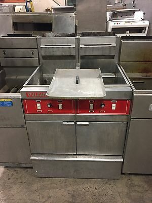 Used Vulcan Natural Gas 4 Basket Fryer With Filtration System 2GRD45F
