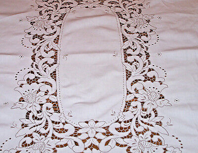 EXQUISITE MADEIRA EMBROIDERED CUTWORK LINEN TABLECLOTH, DAFFODIL THEME, c1940