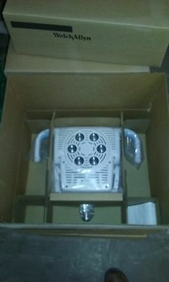 Welch Allyn GS900 Wall Mount 406449 Medical Procedure Light