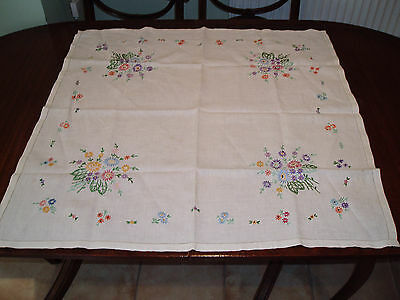 "VINTAGE  HAND EMBROIDERED  TABLE CLOTH  32"" x 33"""