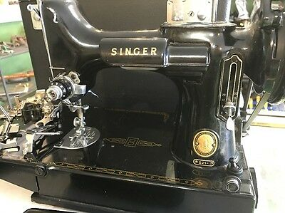 Vintage FEATHERWEIGHT SINGER Model 221 Sewing Machine + Accessories /case