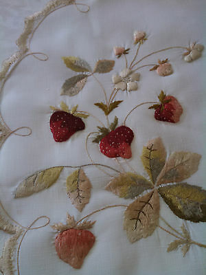 Vintage Society Silk Strawberry Embroidery Table Round