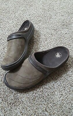 Womens Brown Suede Leather Crocs Shoes Size 10 Medium