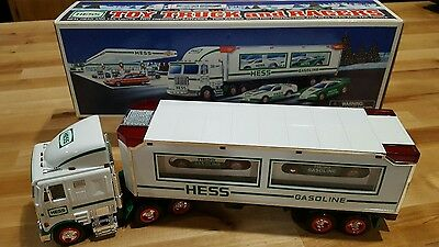 1997-Hess Toy Truck with Racers (Collectable)