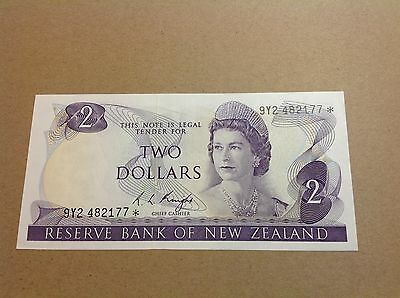 New Zealand Replacement Star Banknote's $2 Knight 9Y2 482177* - EF grade.