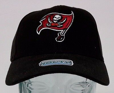 c89e7c050d9 Tampa Bay Buccaneers NFL Youth Black Reebok Hat Cap NWT Adjustable Strap  4-7 Yrs