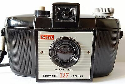 Vintage 1959-1963 KODAK BROWNIE 127 Film CAMERA with DAKON Lens Grey Button Knob