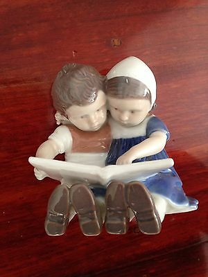 B&G Bing & Grondahl Denmark Porcelain Figurine 1567VO Children Reading Girl Boy