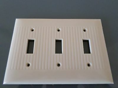 Sierra Bakelite Ribbed outlet  SwitchPlate -  3 gang  - ivory/white