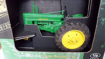 "Ertl 1/8 Scale JOHN DEERE 1939 MODEL ""B"" Tractor Diecast Metal - NEW IN BOX"