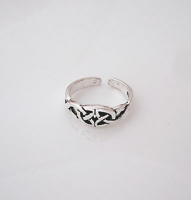 925 Sterling Silver CELTIC KNOT TRIQUETRA toe ring