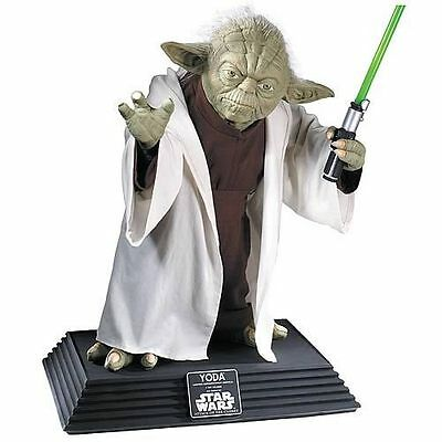 Star Wars : LIFE-SIZE YODA COLLECTORS EDITION REPLICA STATUE from Rubies