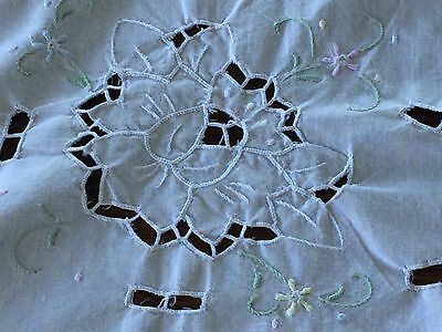 Beautiful White HAND EMBROIDERED+Cutwork Vintage Cotton Table Cloth Daisies&Rose