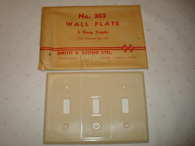 Vintage Smith & Stone Bakelite 3 Gang Ivory Ribbed Toggle Wall Plate Nos 303