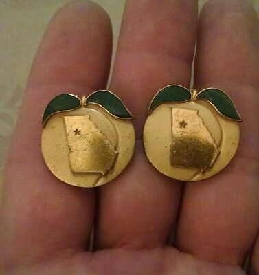 Beautiful Vintage Georgia Peach Mens goldtone and enamel Cufflinks