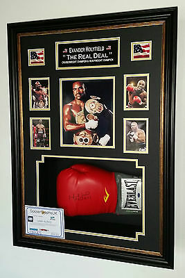 *** NEW EVANDER HOLYFIELD SIGNED BOXING GLOVE  Display ***