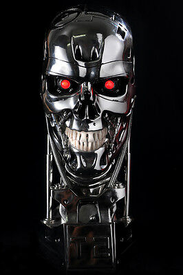 The Terminator Schwarzenegger T2 T800 Skull - resin- figure-LED.