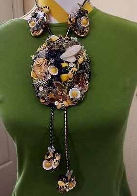 Extremely Rare OOAK BUMBLE BEES BOLO TIE NECKLACE & EARRINGS Collage Artist
