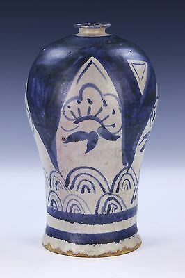 A CHINESE ANTIQUE BLUE & WHITE MEIPING VASE, 14th/15th CENTURY