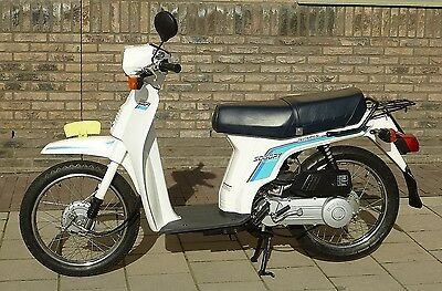 Honda Scoopy brommer (model SH50, 1988), wit