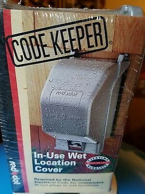 Red Dot Code Keeper In-Use Wet Location Vertical Medium GFCI Cover CKMGVX