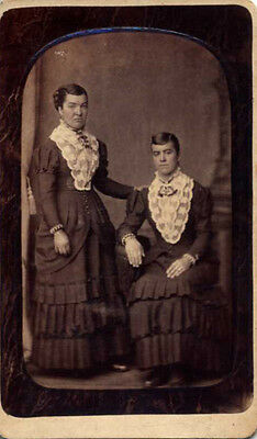 Cdv Portrait Of Two Beautiful Young Sisters In Matching Dresses - Lancaster, Pa