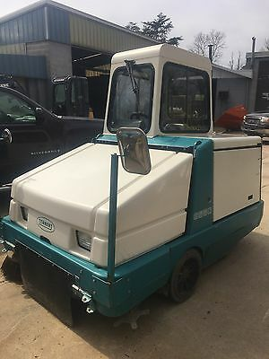 Tennant 6550 Sweeper gas, 2554 hrs., clean unit  Cab heater