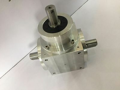 Right Angle Spiral Bevel Gearbox Ratio 1:1 with 3 Keyed Shafts 3500rpm