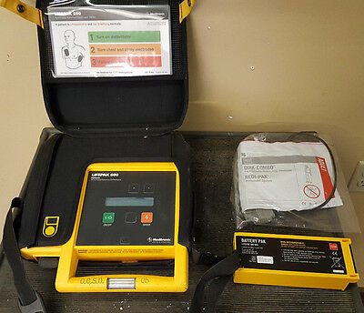 Physio-Control Lifepak 500 with case, battery & Defibrillator electrode pad (14)