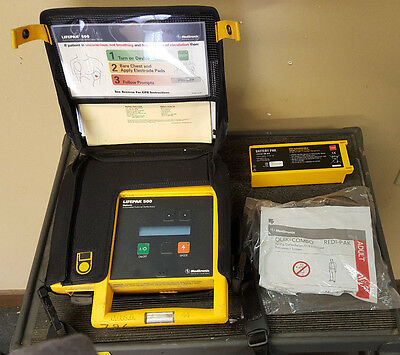 Physio-Control Lifepak 500 with case, battery & Defibrillator electrode pad (13)