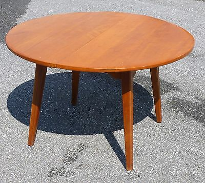 Cushman Colonial Creations Maple Round Table - Nr