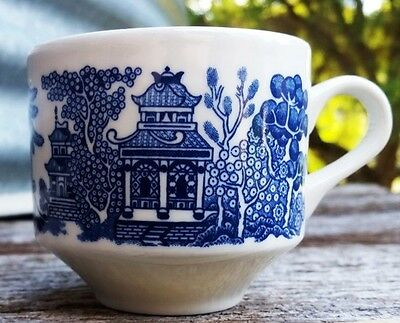 Retro Churchill Tea Cup = Blue Willow Pattern Design