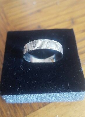 metal detector finds Silver ring
