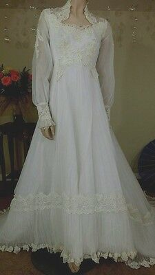 Vintage 70s white wedding gown with train  size 12