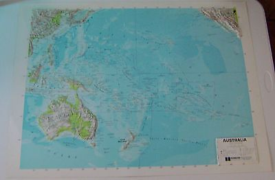HUBBARD Scientific 3D Map AUSTRALIA Made in Italy 26 X 35 3/4 Soft Material