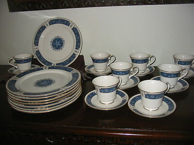 Lovely Carico fine china Renaissance pattern 8 dinner plates 8 cups 8 saucers