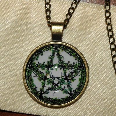 Pentagram of Vines, Ivy Leaves, Five Pointed Star Wiccan Pendant Bronze Necklace