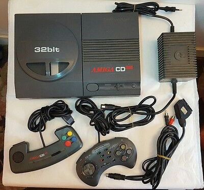Lot Console Amiga CD32 - 2 Manettes - 14 jeux - Commodore 100% fonctionnelle