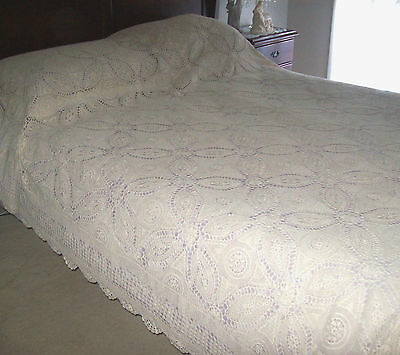 Stunning Large Vintage Queen Sized Crochet Cotton Bedspread - Beautiful!!