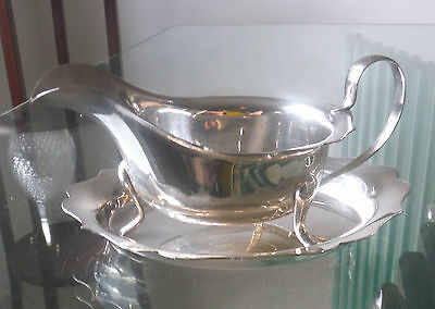 Sheffield Silver Plated Sauce/gravy Boat & Tray-Viners