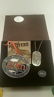 Hooters Restaurant 20Th Anniversary Boxed Set Lapel Pin, Dog Tag, And Ornament