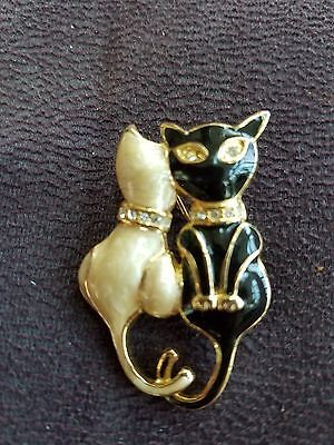 Vintage Enameled 2 cats Pin
