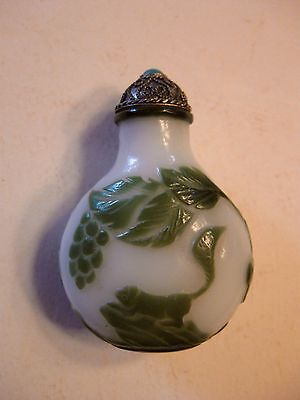 A very good Chinese Peking glass snuff bottle with Green Squirrel