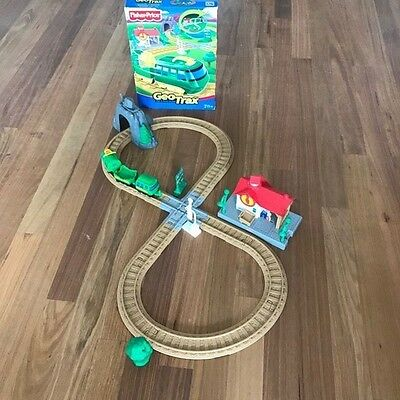 GeoTrax G4695 Conductor's Crossing train set Fisher-Price