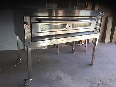 CommerCial 3 Phase Pizza Oven It Is In Excellent Working Condition ( As New)