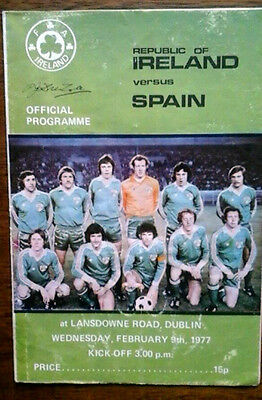 Republic Of Ireland V Spain 9/2/1977 International Marked On Back Cover