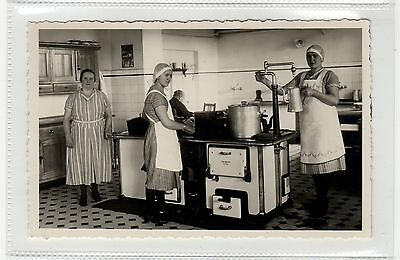 KITCHEN WORKERS: Germany postcard (C26541)