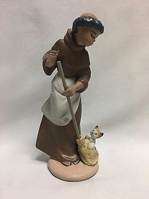 Lladro Figurine Monk Afternoon Chores 2203 Mint no Box