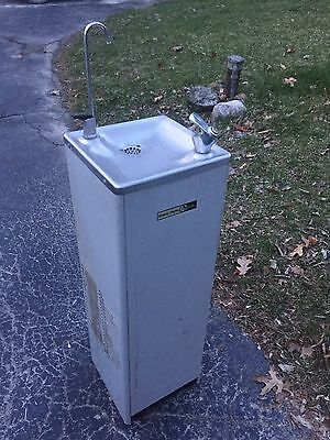 halsey taylor Drinking fountain Free Standing s500-5dq-1g Vintage Man Cave Bar
